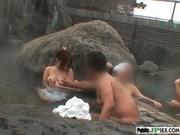 เข้าผิดห้องหรือป่าวครับ หรืออยากโดนรุม หลุดหนังโป๊ญี่ปุ่น โดนกลุ่มชายรุมโทรมในบ่อน้ำผุร้อน อย่างเด็ด