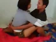 XXXวัยรุ่นไทยนักศึกษา ให้เพื่อนเล่นเสียวกับแฟนตัวเอง ส่วนตัวเองยืนถ่ายคลิปแม่งใจดีสุดๆอ่ะ ให้เพื่อนเย็ดกับแฟน