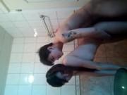 แอบเย็ดเด็กเพื่อนถึงบ้าน อย่างเด็ดชวนกันอาบน้ำ เย็ดแม่งในห้องน้ำแล้วค่อยไปต่อบนเตียง เล่นชู้ตีท้ายครัวเด็ดๆวัยรุ่น