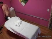 ตั้งกล้องห้องนวด Asian สาวนวดหน้าตาดีนวดกระปู้ให้ฝรั่งยันแตกพอเสร็จแล้วสงสัยไม่ไหวจ่ายเพิ่มขอต่อแน่นอน