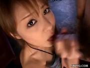 คลิปโป้สาวญี่ปุ่นโดนไอ้หนุ่มยุ่นหื่นเอาปืนจี้ให้รูดหัวควย 2 คนให้แตก หน้าตาน่ารักกกกมากก ๆ ดูให้ได้เสียงโดนอมไม่ต้องถามได้ยินแล้วเงี่ยนแน่นอน