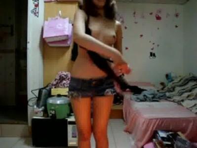 คลิปหลุดเล่นกล้องลองโชว์ของดี XXX สาวเกาหลีสวยตั้งแต่หัวจรดเท้าน่าจับมาเย็ดสัก 2 – 3 น้ำ webcam