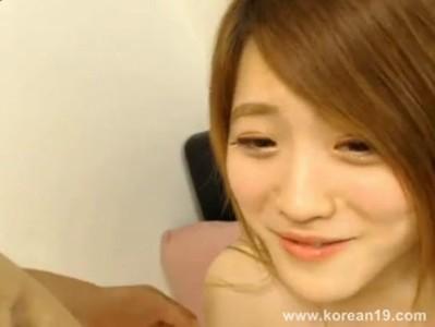 คลิปโป๊สาวเกาหลีโคตรน่ารักเย็ดกับแฟนมันมากๆรูหีขาวเนียนโม็คควยเก่งขย่มควยมันมากๆครางเสียว