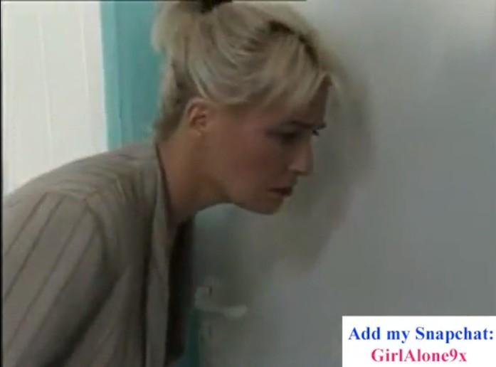 หนังโป๊ฝรั่งแม่แอบฟังเสียงลูกเย็ดกับแฟนในห้องจนเงี่ยนทนไม่ไหวเลยเข้าไปจับควยแฟนลูกสาวโม็คซะเลย