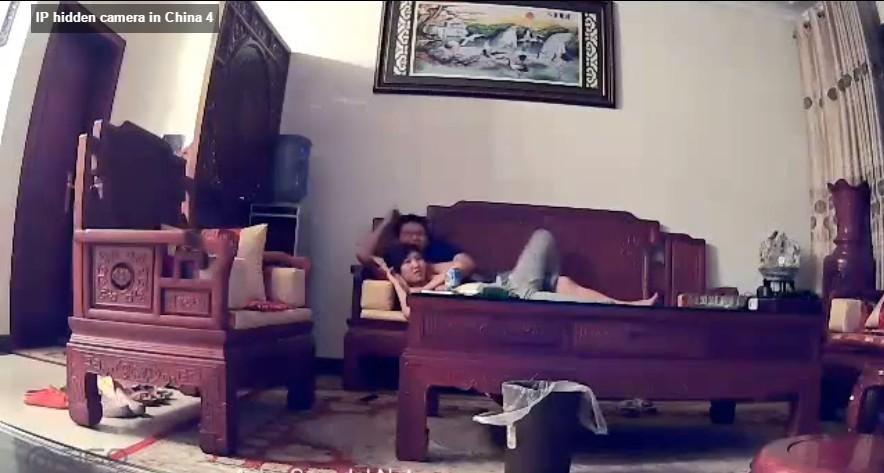 คลิปหลุดคู่รักชาวจีนนอนเอากันคาห้องรับแขกมีคนซ่อนกล้องไว้ความแตกจริงๆ