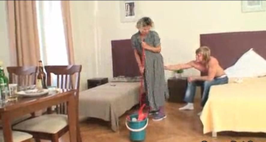 หนังโป๊ฝรั่งเย็ดแม่บ้านคนทำความสะอาดห้องที่โรงแรมเด็ดมาก