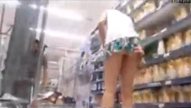 หลุดไทยแอบตามถ่ายใต้กระโปร่งผู้หญิงในห้างฯขาเรียวมาก