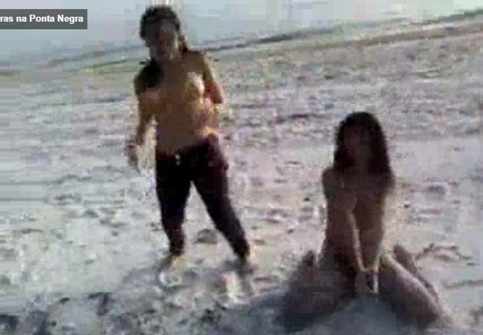 คลิปโป๊วัยรุ่นฝรั่งมาเที่ยวทะเลกันอัดวีดีโอไว้ดูเล่นๆแก้ผ้าลงเล่นน้ำกันนมใหญ่ทุกคน