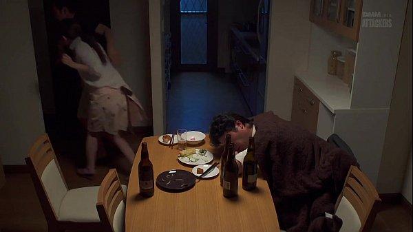 หนังโป๊ญี่ปุ่นxxx ผัวพาเพื่อนมากินเหล้าที่บ้านเมาหลับก่อน เมียเจอเพื่อนผัวขอเย็ด จัดกันกลางโซฟา เงี่ยนจัดใส่ไม่ยั้ง ขัดขื่นแค่นี้ก็แพ้ความเงี่ยนอยู่ดี