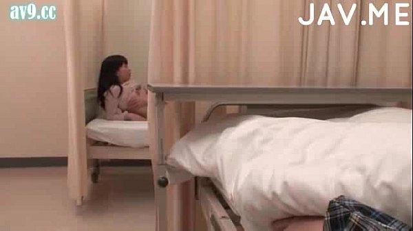 ฝากแฟนไว้กับเพื่อนตอนผ่าตัดตา ไว้ใจผิดคนแล้ว มันเล่นจับแฟนมุงเย็ดAVติดขอบเตียงในโรงพยาบาลขนาดนั้น เล่นชู้เผาขนเลย