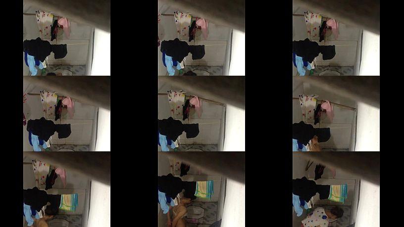 คลิปโป๊ทางบ้านแอบถ่ายน้องสาวตัวเองอาบน้ำ  ภาพชัด HD หุ่นก็โคตรดี  ได้อารมณ์ตรงสีเนื้อในกางเกงในนี้ละเด็ดจริงๆ