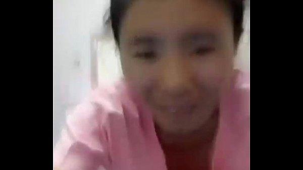 สาวหมวยน่ารัก Live สดบนเฟสบุ๊ค ไลฟ์สดก่อนนอนในชุดนอน สั้นตัวจิ๋ว พลาดก้มไม่ระวังหัวนมออกโชว์สู่สายตาชาวโลกเลย