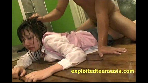 หลุดพนักงานสาวสวยโดนรุมโทรมยับ ในห้องอาบน้ำPorn ชายดันเข้าห้องผิดนิดเดียวโดนรุมเย็ดเละคาชุดสาวออฟฟิศเลยครับ