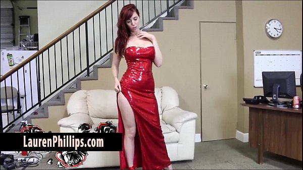 ชาวเอเชียในชุดสีแดง ท่าทางจะเงี่ยนจัดอยู่ช่วยตัวเองอย่างเด็ดเลย เอาควยปลอมมายัดหีตัวเองแล้วรัวๆแบบไม่หยุดช่วยตัวเองเต็มๆตา ดูแล้วเธอท่าทางจะเงี่ยนหีจริงๆ