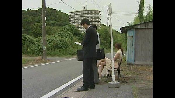สาวสวยอยากลองของ ไม่ใส่ชุดชั้นในเดินออกจากบ้านขึ้นรถAVบัส หวังให้คนข่มขืนบนรถบัส แม่งก็ได้เจอสมใจ งานนี้เสียวมากๆ ห้ามพลาด