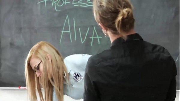 สาวแว่น ใส่ซือบริสุทโดน อาจารหลอกเย็ด แลกกับเกรดเย็ดแหลกๆ ยืนเย็ดในห้องเรียนไม่รู้จะเงี่ยนมาจากไหนจัดหนักจริงๆ