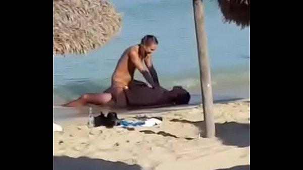 แอบถ่าย ฝรั่งคู่รัก ขย่มกันบนชายหาดกลางแจ้ง แม่งเด็ดชิพหาย มีนั่งเชียร์ ด้วย เด็ดมากไม่อายใคร