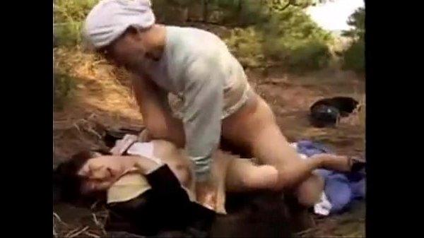 แม่งบ่นอยู่ได้ จิกด่าใช้อย่างกับทาสทุกวัน เลยวางแผนข่มขืนเมียสาวของเจ้านายแม่งเลย จับเย็ดต่อหน้าโชว์ แม่งเลย