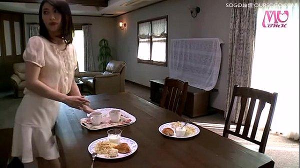 หญิงสาวขี้เหงา ชอบช่วยตัวเองเวลาอยู่ลำพัง ใช้นิ้วปั่นหีตัวเอง จนต้องให้เพื่อนบ้านมาช่วยเย็ดเวลาเงี่ยนมาก ๆ