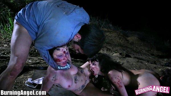 xxx วันฮาโลวีน เจอสาวซอมบี้รุมเย็ด เย็ดอย่างโหดเหี้ยมสุด ๆ สักลายเต็มตัวไปหมด