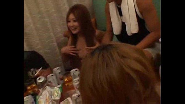 ปาร์ตี้ญี่ปุ่น หลอกสาวมามอเหล้าแล้ว ลงมือทีเผลอ แต่เหมือนเงี่ยนมากกว่า อ่อย