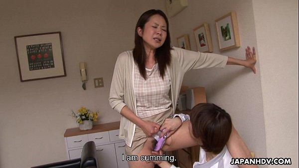 หนังโป๊ญี่ปุ่น แม่บ้านญ๊่ปุ่นเหงาจัด ชวนหลานชายมาเย็ดที่บ้านตอนผัวไม่อยู่ เอาซะป้าไปไม่เปนเลย
