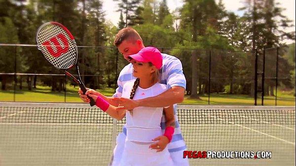 ครูสอนเทนนิส ขี้เงี่ยน สอนไปสอนมา จับนักเรียนของตัวเองมาเย็ด หีนักเรียนฟิตมาก ลีลาเด็ด เป็นงานสุดๆ