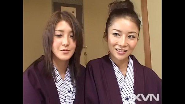 สองสาวญี่ปุ่นมาในชุดญี่ปุ่นเลย รวมเหล่าพวกเงี่ยนแบบสาวๆ รุมเย็ด ผช คนเดียวได้กินของดีๆเลย