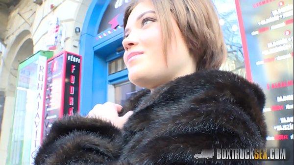 ชวนสาวมาถ่ายหนังโป๊ ในห้องกระจก กลางสวยสาธารณะ นมใหญ่ขาวสวย หน้าคม แตกนอกใส่นม 18+