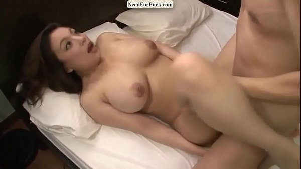เย็ดแน่นๆ  สาวญี่ปุ่นนมโตโดนจับซอยหีเน้นๆอยู่บนเตียงนมขย่ำสั่นกระพรืบๆเลย โดนจัดเต็มด้วยควยทั้งหมดที่มี