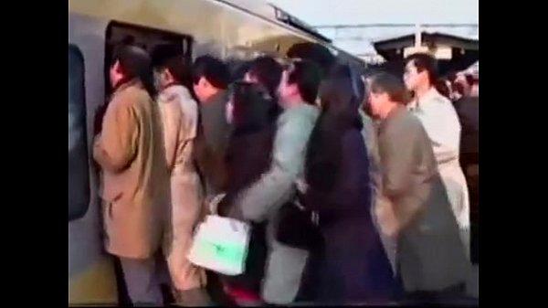 คลิปโป๊ ข่มขืน หนุ่มหื่น ลวนลามเด็กนักเรียนสาวบนรถไฟฟ้า จับไปจับมาเกิดอารมณ์จับนักศึกษาถกกระโปรงเย็ด จับเย็ดจะๆบนรถไฟ คนเต็มรถ แต่ค่อยๆแอบเย็ด โครตเสียว