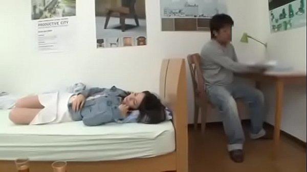 วางยาปลุกเซ็กหลอกเย็ดแฟนเพื่อน ตอนเพื่อนเมาหลับ จับข่มขืนคาเตียงนอน แอบเล่นชู้เย็ดกันในห้องนอนเพื่อน สาวเงี่ยนเพราะโดนยา คุมอารมณ์ม่อยู่ เลยจัดเต็มโชว์สเต็ปการเย็ด เย็ดมันใส่กันไม่มียั้ง