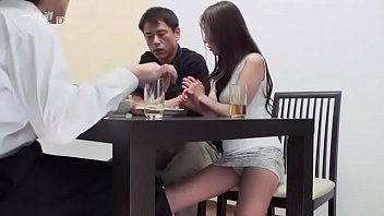 เพื่อนหนุ่มเมาหลับเลยชวนเมียเพื่อนเย็ดซะเลย เย็ดเมียเพื่อนเร้าใจโคตรๆ vdo porn