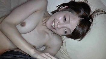 sex clip 18+ สาวสวยวัยใสมาถ่ายหนังผู้ใหฯ่แอบเขินอายนิดหน่อยจนต้องยิ้มไม่หุบปากตอนโดนเย็ด