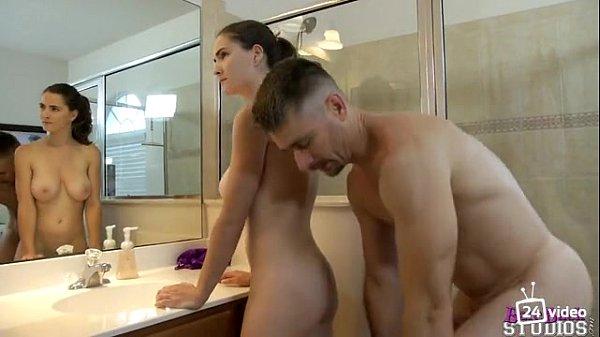 แอบเล่นชู้ เย็ดประตูหลังน้องเมียในห้องน้ำ ขาวสวยเนื้อแน่นนมใหญ่หัวนมชมพู จับเย็ดท่าหมาหน้าตู้กระจก