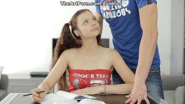 หนังโป๊ฝรั่ง นักเรียนหนุ่มสุดหล่อหลอกเย็ดหัวหน้าห้องสาวอวบขี้เงี่ยนโดนเย็ดท่าหมาคาโซฟา