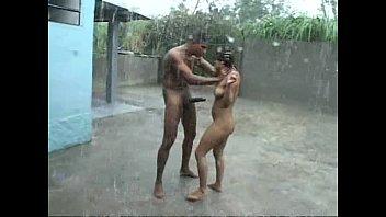 คอบ้าหนังโป๊เย็ดซาดิสห้ามพลาด หนุ่มอินเดียโมโหเย็ดจับเมียออกมาทรมาณเย็ดกลางฝน เย็ดโหดเหมือนโกรธหี กระแทกหีเสร็จจับควยมาเด้าปากต่อ โครตป่าเถื่อน