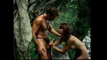 แนวย้อนยุคเสียวในป่า หนังโป๊ทาร์ซาน เวอร์ชั่นมนุยย์เย็ดหี แอบเสียวกับนางเอกข้างริมธาร ดูดปากแล้วเอาควยเสียบกันทะลักจอ