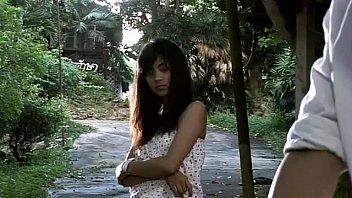 หนังโป๊ภาคไทยเรื่อง [ หลงรักนักศึกษา ] จำลองเหตุการเย็ดของจริงของหนุ่มบ้านนอกพานิสิตออกเดทเพื่อหวังล่อ เสียสาวครั้งแรกก็โดนจับอึ๊บกลางป่า