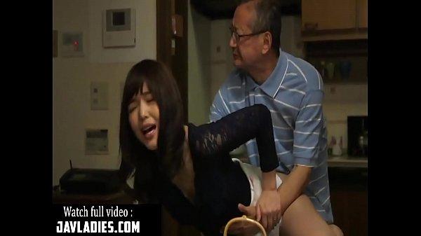 หนังโป๊ญี่ปุ่น พ่อผัวสุดหื่นข่มขืนลูกสะใภ้จับเย็ดบนโต๊ะกินข้าว แม่บ้านสาวร่านเซ็กแอบเย็ดกับพ่อผัว