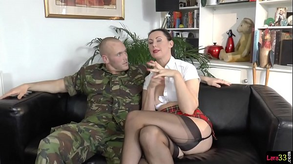 ทหารหนุ่มสุดซาดิสเย็ดหีแฟนสาว สาวใหญ่เซ็กจัดใส่ชุดคอสเพลย์นักเรียน โซ่แซ่กุญแจมือมาครบโครตซาดิส