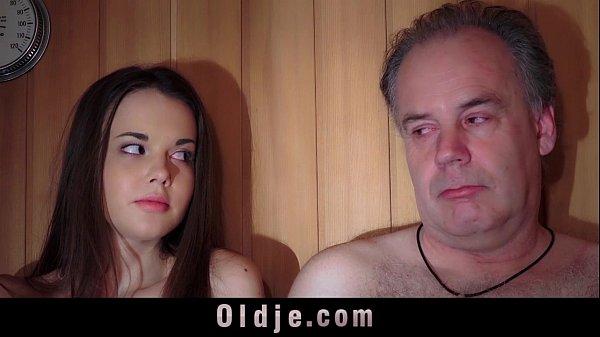 Porn XXXสปาอบตัวหนุ่มใหญ่โดนเด็กสาวแก้ผ้านั่งอ้าหียั่วให้เย็ด เลยจับเย็ดคาห้องอบไอน้ำ