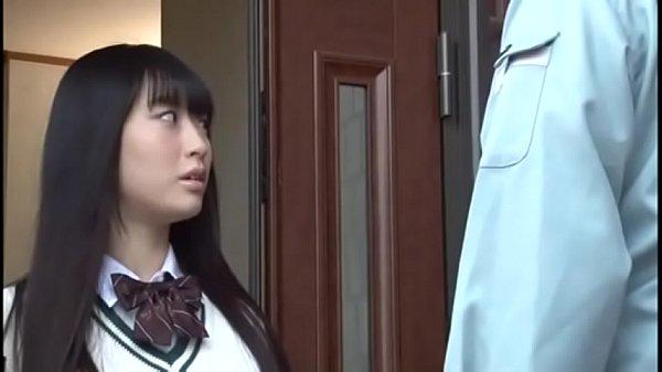 นักเรียนม.ปลายแอบเล่นเสียวตกเบ็ดในห้องนอนPorn japan โดนช่างแอร์หื่นจับข่มขืน เย็ดคาชุดนักเรียน