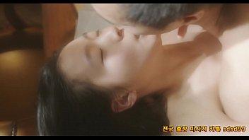 หนังโป๊XXXเกาหลี สาววัยรุ่นได้กับรุ่นพี่ แอบพ่อพามาเย็ดในบ้าน นั่งจูบลูบคลำแล้วเอาควยเย็ดหีสดๆ เย็ดกันนัวมุดหีเบิร์นอีก