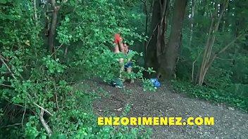 มาดูคลิปเกย์นัดเย็ดเปิดซิงข้างทางริมป่าละเมาะ เข้าป่ามากระหน่ำเย็ดยืนพิงต้นไม้สอยตูดกันไปหลายยก ควยแน่นๆตูดฟิตซิงจัด