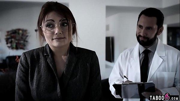 สาวแว่นเซ็กจัดPorn XXX โดนหมอตรวจภายในหลอกเย็ดจับถอดแล้วสอดใส่กระหน่ำเย็ดจนน้ำแตก