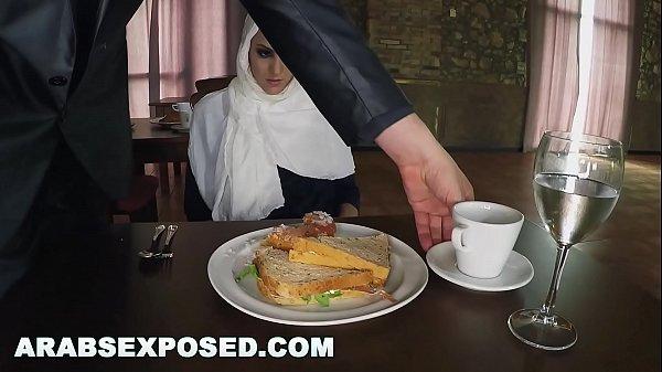 เย็ดสาวแขกอิสลาม โดนผู้จัดการลวนลามจับเย็ดเขี่ยติ่งเกี่ยวเบ็ด เอาควยยัดปากจับเย็ดในห้องอาหาร