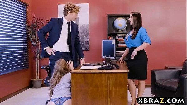 สาวออฟฟิตแอบเซ็กเล่นชู้ นัดเย็ดกับผู้จัดการหนังXฝรั่งขาวอวบก้นใหญ่ชวนเลขามาสวิงกิ้ง2หญิง1ชาย ขย่มควยบนโต๊ะเย็ดในห้องทำงาน