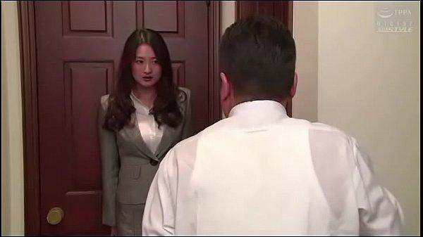 เลขาสาวหน้าหวานโดนผู้จัดการหลอกมาเย็ดPorn japanซาดิสต่อยท้องถกกระโปรงกระแทกเย็ด