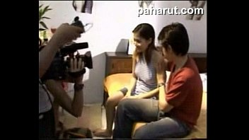 เบื้องหลังหนังฉากเย็ด สาวไทยโดนกระหน่ำ โยกควยเข้าไปในหี เย็ดแตกแล้วยังขอเย็ดต่อที่บันได เด็ดจนตากล้องมาThreesome